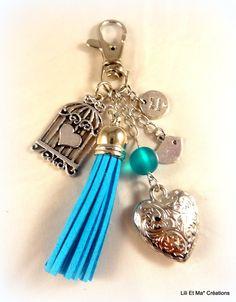 """Bijou de sac, grigri, Lili et Ma* Créations """"pompon coloré bleu"""" : Porte clés par lili-et-ma-creations"""