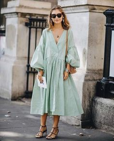 style inspiration 38 Spring Outfits That Aren't Just Floral Dresses – Fond / Of you can find similar pins below. We have brought the best of the follo. Fashion Outfits, Womens Fashion, Fashion Tips, Fashion Design, Fashion Trends, Style Fashion, Jackets Fashion, Color Fashion, Petite Fashion