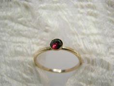 Ring vergoldet Granat von Querbeads Atelier auf DaWanda.com