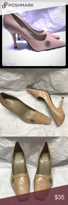 Leather nude Bandolino pumps Awesome leather heels with a button embellishment. Size 8M Bandolino Shoes Heels