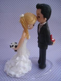 topo de bolo personalizado com aplicação de tecido Disney Cake Toppers, Fondant Toppers, Wedding Cake Cookies, Engagement Decorations, Wedding Cups, Sugar Flowers, Clay Crafts, Wedding Cake Toppers, Cake Art