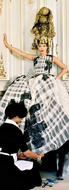 Oh man first off what is that conglomerate of gold material atop her head? It looks hot glued and like it's melting or falling off. Then it looks like the black shapes on her dress could be swastikas. No no no who designed this crap? Kate Moss at the Ritz Paris v