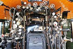 Museu Ferroviário Virtual - Detalhe da cabine de uma locomotiva a vapor francesa fabricada na década de 1940.
