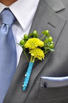 Groomsmen Boutonnieres--IdeaL {floral art and event design}
