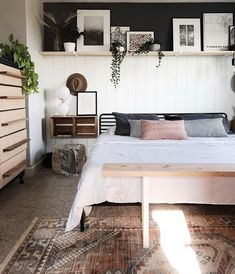 White Wall Bedroom, Feature Wall Bedroom, Small Master Bedroom, Accent Wall Bedroom, Master Bedroom Makeover, Master Bedroom Design, Home Bedroom, Light Bedroom, Bedroom Makeovers
