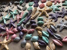 Fondant sea shells Cupcake Toppers, Sea Shells, Fondant, Cupcakes, Food, Cupcake, Clams, Fondant Icing, Eten