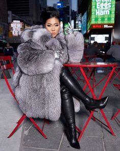 Fox Fur Coat, Fur Coats, Thick Girl Fashion, Raver Girl, Fabulous Furs, Gothic Girls, Punk Girls, Furry Girls, Cyberpunk Fashion