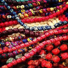 La vida está llena de color! Feliz sábado guapuras! #colores #arteenpalma #diseñomexicano #ArteMexicano #artesanías #colors #artisan #mexicandesign #instacolorful #ComunidadEvee #EveeStudio http://ift.tt/1M265pG