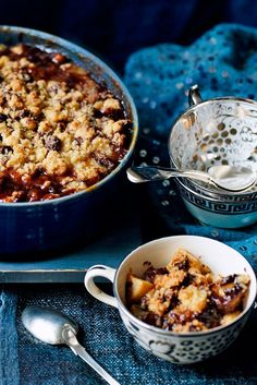 The Pool | Food and home - Pear and chocolate crumble