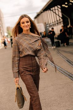 The Best Street Style From Australian Fashion Week: Dan Roberts captures the best looks in Sydney during the Resort 2019 shows in Australia. Best Street Style, Street Style Trends, Cool Street Fashion, Street Chic, Street Styles, Nyfw Street, Fashion Week, Look Fashion, Korean Fashion