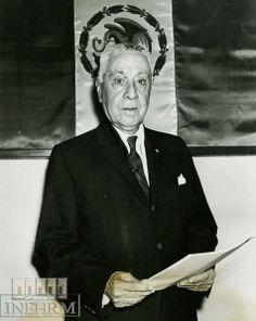 Efemérides INEHRM.- 28 de abril de 1885. Nace Jesús Romero Flores. Educador, escritor, historiador, político y constituyente de 1916-1917. Nació en La Piedad de Cabadas, Michoacán, el 28 de abril de 1885. A la edad de 20 años se recibió como profesor, en el Colegio de San Nicolás. Desde 1906 se distinguió por impulsar y crear instituciones educativas y culturales. Entre 1913 y 1915 se desempeñó como inspector general de Escuelas Oficiales y Particulares de Morelia.