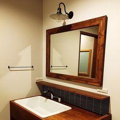 RinさんのBathroom 名古屋モザイク 造作洗面台 アイアンタオルバー ブラケットライト TOTO 実験用シンク ipボーダーに関する部屋写真