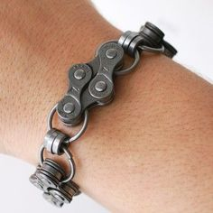 Unique bracelet made from upcycled bicycle chain. Recycled Bike Parts, Bike Craft, Bike Chain Bracelet, Homemade Bracelets, Hardware Jewelry, Bicycle Art, Bicycle Accessories, Vintage Design, Diy Bracelet