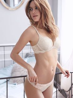 http://www.ebay.com.au/itm/Brand-New-Victorias-Secret-White-Lace-Bra-Size-US-32B-Aus-10B-/291917351848?hash=item43f7a14ba8:g:a6wAAOSwal5YCOL9