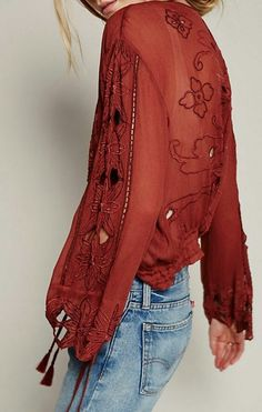Great color and the detail stitching makes this blouse so pretty. Boho Style🌵💙