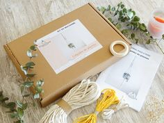 Tutorial and materials, for wrap plant hanger kit. Gift idea for beginners. Color Secundario, Boho Life, Wooden Hoop, Secondary Color, Plant Holders, Hanging Plants, Diy Kits, Plant Hanger, Macrame