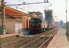 Valencia, Trains, World, Diesel Locomotive, Sundial, Vintage Photos, Driveways, Parking Lot