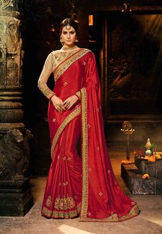 Buy stylish red embroidery sequins chiffon saree set for sangeet party online. This sari with net blouse acquires full sleeves with thread work & crew neckline. Laced border, embroidery, zari work & sequins are enhancing it. Chiffon Saree, Crepe Silk Sarees, Art Silk Sarees, Saree Dress, Cotton Saree, Cotton Silk, Saree Blouse, Mode Bollywood, Bollywood Saree