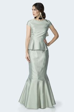 Fabulous new separates from Marisa Baratelli are available at J.J. Kelly Bridal! Cap sleeve silk bustier with peplum & draped back bow detail.  Long fitted skirt w/dramatically flared godets & tulle lining. Please schedule your appointment to see them today! www.idoappointments.com