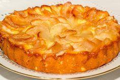Tartă simplă cu mere cu gust memorabil, care poate fi preparată de oricine! - Bucatarul Focaccia Bread Recipe, Sports Food, Cheesecake Cake, Dessert Drinks, Sweet Cakes, Kefir, Apple Pie, Food Inspiration, Food To Make