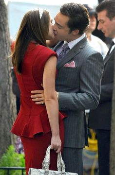 Leighton Meester Ed Westwick Photos: Ed Westwick And Leighton Meester Kiss On The Set Of 'Gossip Girl'