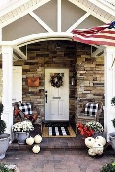 30 Comfortable Front Porch Design And Decor Ideas Adorable 30 komfortable Veranda Design und Dekor-I Farmhouse Front Porches, Small Front Porches, Front Porch Design, Small Patio, Small Terrace, Small Porch Decorating, Decorating Ideas, Decor Ideas, Farmhouse Style