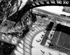 The Eiffel Tower, Paris 1929 (© Andre Kertesz) Harris:What a view looking down from La Tour Eiffel! Glad I brought the Kodak. Andre Kertesz, Vintage Photography, Street Photography, Art Photography, Photography Exhibition, Surrealism Photography, Photography Gallery, Paris 3, Paris France