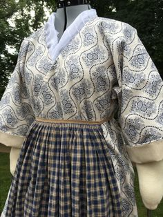 18th Century Bedgown by TheNeedleworkers on Etsy