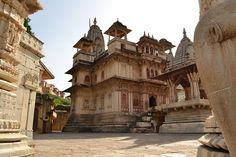 1024px-Sri_Jagat_Siromani_ji_temple.JPG (1024×683)