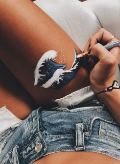 ✰p i n t e r e s t : leg painting, leg art, aesthetic pictures, bodypainting Leg Painting, Painting & Drawing, Body Art Paintings, Summer Painting, Aesthetic Painting, Aesthetic Art, Aesthetic Body, Aesthetic Images, Henna Tutorial