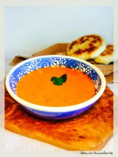 Supa crema de rosii si ardei copti Thai Red Curry, Delicious Food, Food And Drink, Soup, Vegetarian, Ethnic Recipes, Yummy Food, Soups