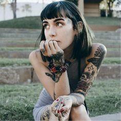 Get Inspired by tattoo girls Hot Tattoo Girls, Tattoed Girls, Inked Girls, Hot Tattoos, Body Art Tattoos, Girl Tattoos, Tatuajes Amy Winehouse, Hannah Pixie Snowdon, Hannah Snowdon Tattoo