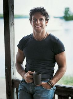"""Billy Currington """"Must be doing somethin' right""""... Yes Billy you are(;"""