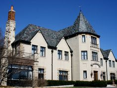 Inspired by estates of the French countryside, the provincial style came to America after World War I, bringing with it decorative appeal and romantic touches. Today's newer suburban housing developments are incorporating the French provincial style with Style At Home, French Style Homes, Roof Architecture, Residential Architecture, Architecture Details, Amazing Architecture, French Provincial Home, French Countryside, Flat Roof