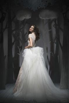 WedLuxe– Ersa Atelier – Fall 2016 |  Follow @WedLuxe for more wedding inspiration!