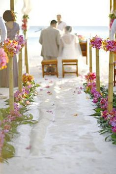 Bamboo poles adorned the aisle. Summery and very tropical!