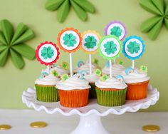 Put your Fiskars tools to work: Easy St. Patrick's Day party ideas Saint Patrick, Diy Party Decorations, Party Themes, Party Ideas, St Patricks Day Cupcake, Cute Cupcakes, Decorated Cupcakes, Valentine Cupcakes, Heart Cupcakes