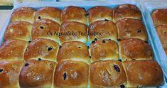 Πεντανόστιμα,αφράτα,φουσκωτά και οικονομικά Σταφιδόψωμα νηστίσιμα από την Σόφη Τσιώπου! Sweet Buns, Sweet Pie, Sweet Bread, Cookbook Recipes, Cooking Recipes, Brunch, Hot Cross Buns, Greek Recipes, Hot Dog Buns