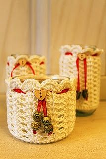 Candle jar covers - idea only, no link Crochet Cozy, Crochet Gifts, Yarn Projects, Crochet Projects, Crochet Jar Covers, Yarn Crafts, Diy Crafts, Crochet Video, Crochet Home Decor