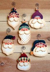 Simple Santas - inspiration only, no set Simple Santa ornaments to paint por OurPricelessTreasure Christmas Clay, Christmas Ornament Crafts, Christmas Projects, Holiday Crafts, Christmas Decorations, Christmas Snowman, Country Christmas, Christmas Holidays, Tree Decorations