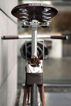 Vintage track bicycles: www.cornomarrone.com