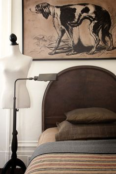 """Awesome picture, headboard, light, and bedding! Would be a good """"boys"""" room w/o the bodice frame."""