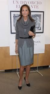 Image result for isabel preysler clothes Work Wardrobe, Capsule Wardrobe, Advanced Style, Work Looks, Spanish Style, Getting Old, Peplum Dress, Dresses For Work, Chic