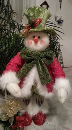 snowman Santa Crafts, Snowman Crafts, Snowman Ornaments, Felt Christmas Decorations, Christmas Wreaths, Christmas Crafts, Holiday Decor, Primitive Christmas, Christmas Snowman