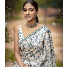 18 Modern Saree Blouse Designs & Ideas For Stylish Look Cotton Saree Designs, Saree Blouse Designs, India Fashion, Ethnic Fashion, Long Shirt Outfits, Saree Dress, Sari, Silk Dress Design, Modern Saree