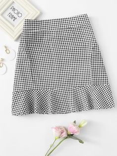 Shop Ruffle Hem Checked Zip Up Skirt online. SheIn offers Ruffle Hem Checked Zip Up Skirt & more to fit your fashionable needs. Girly Outfits, Cute Outfits, Look Fashion, Fashion Outfits, Fashion Styles, Fashion Women, Fashion Brands, Bohemian Mode, Gingham Skirt