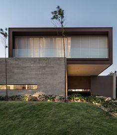 Likes, 8 Comments - Architecture Architecture Résidentielle, Contemporary Architecture, Contemporary Design, Garage Design, Exterior Design, Fachada Colonial, Modern Villa Design, Facade House, Houses