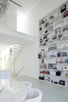 http://img.archilovers.com/projects/6eec81c5519f43bc900cff50795fa4f4.jpg #white #design