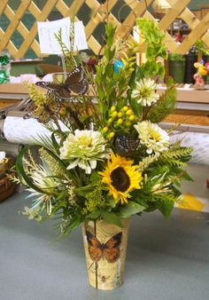 Sunflowers and a mix of flowers. Sunflowers, Table Decorations, Gifts, Furniture, Home Decor, Homemade Home Decor, Presents, Home Furnishings, Gifs