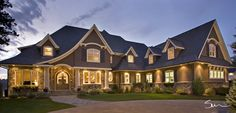 Love the look of this front driveway and porch.